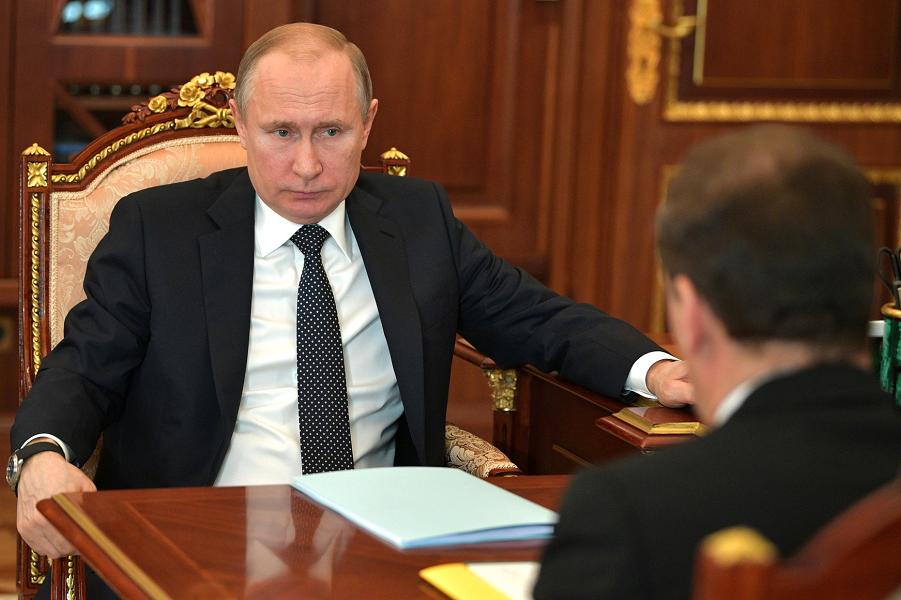 Путин принимает Медведева 10.04.18.png