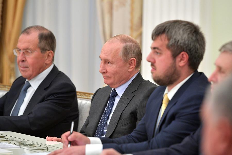 Путин на встрече с наследным принцем, министром обороны Саудовской Аравии Мухаммедом Бен Сальманом Аль Саудом, 14.06.18.png