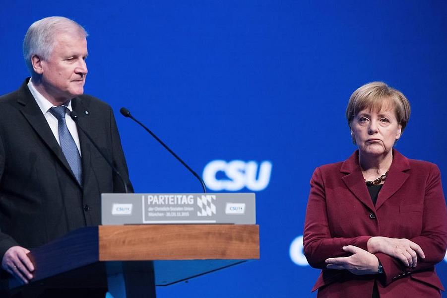 Меркель и Зеехофер.png