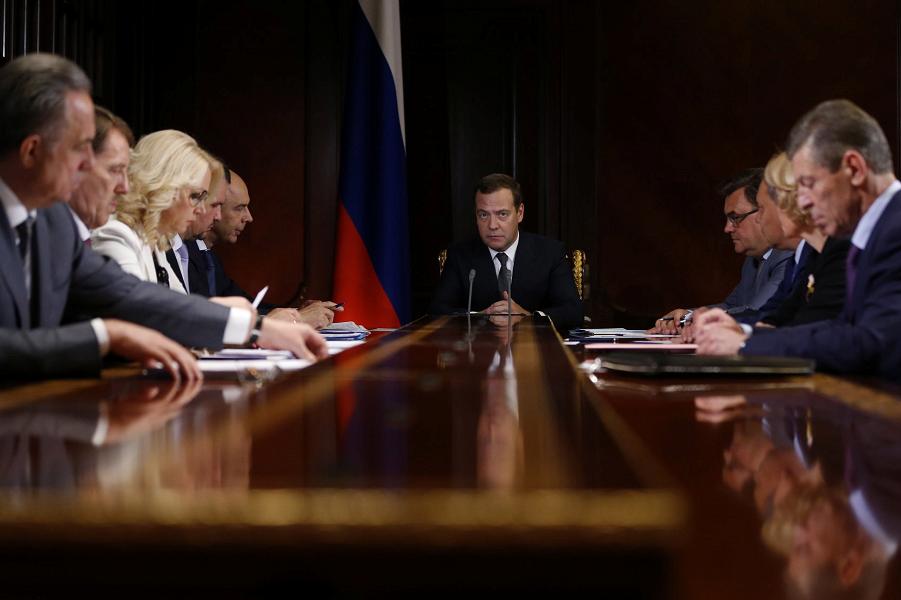 Вице-премьеры и Медведев.png