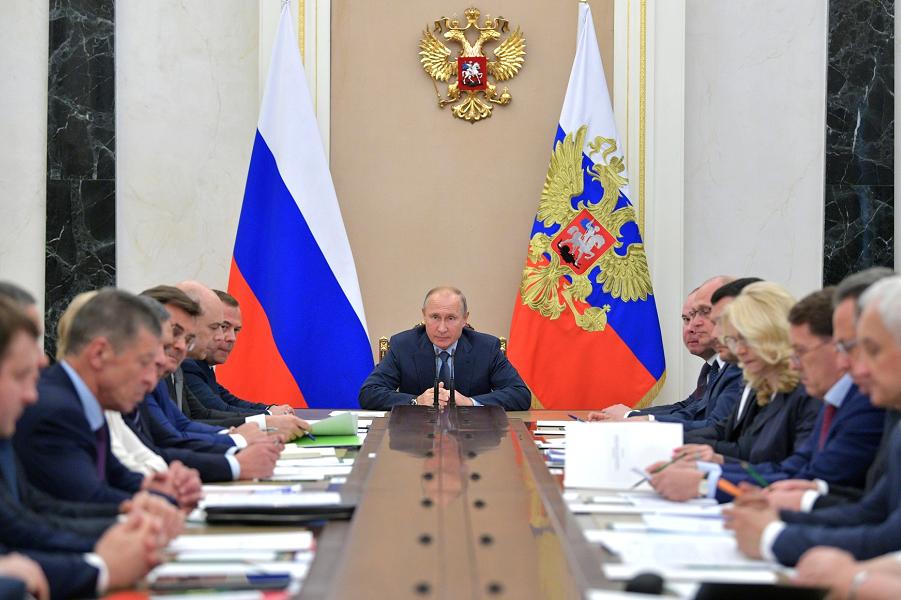 Совещание Путина с членами правительства, 20.06.18.png