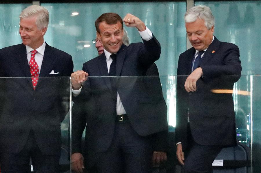 Макрон на матче Франция-Бельгия 10.07.18.png