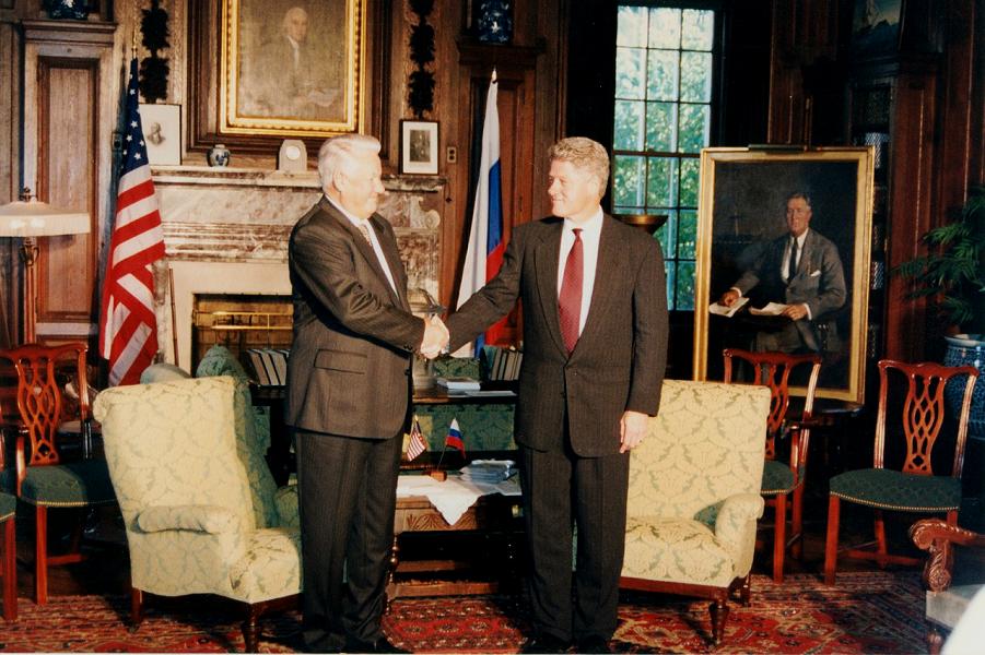 Президент Ельцин в гостях у президента Клинтона.png