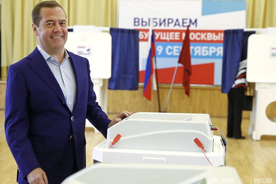 Премьер Медведев голосует в Москве 9.09.18.png
