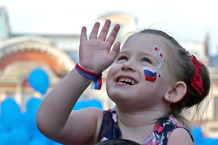 Счастье жить в России.png