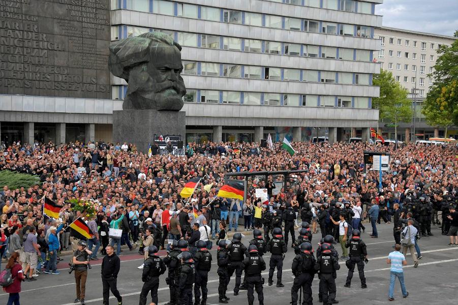 Митинг после событий в Хемнице.png