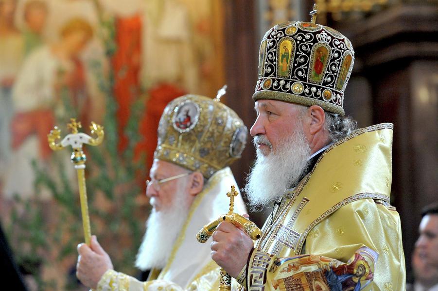 Патриархи Кирилл и Варфоломей во время совместной службы.png