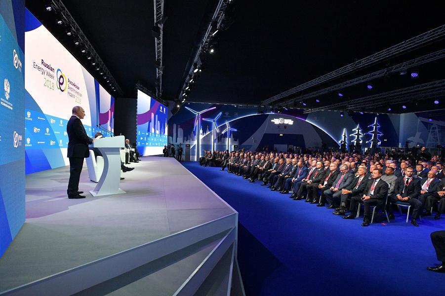 На пленарном заседании Международного форума Российская энергетическая неделя 3.10.18.png
