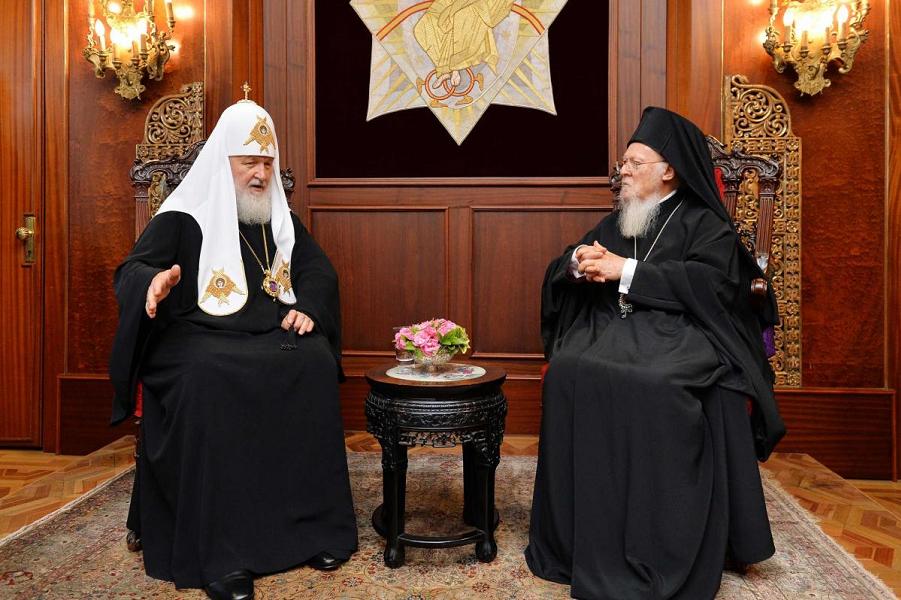 Патриархи Кирилл и Варфоломей перед разрывом.png