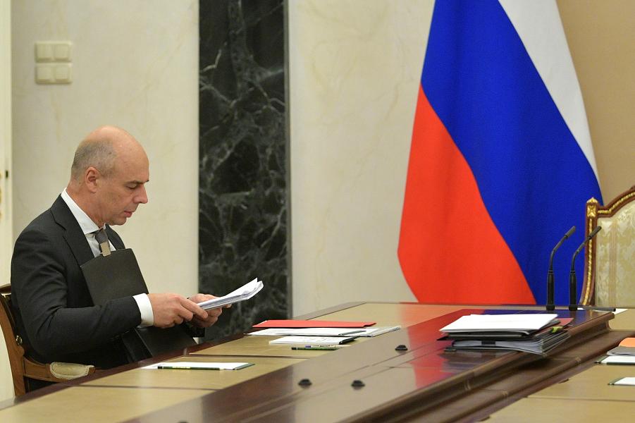 Первый вице-премьер, министр финансов Антон Силуанов перед совещанием 16.10.18.png
