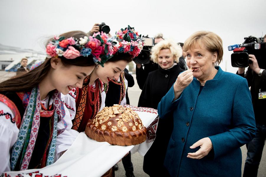 Меркель в Киеве.png