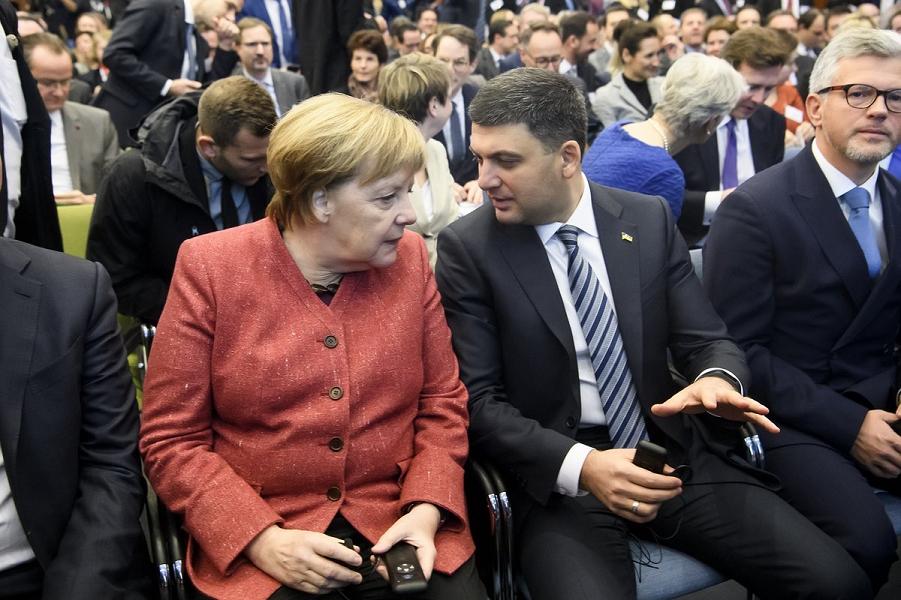 Канцлер Меркель и премьер Украины Гройсман на Германо-украинском форуме в Берлине,  29.11.18.png