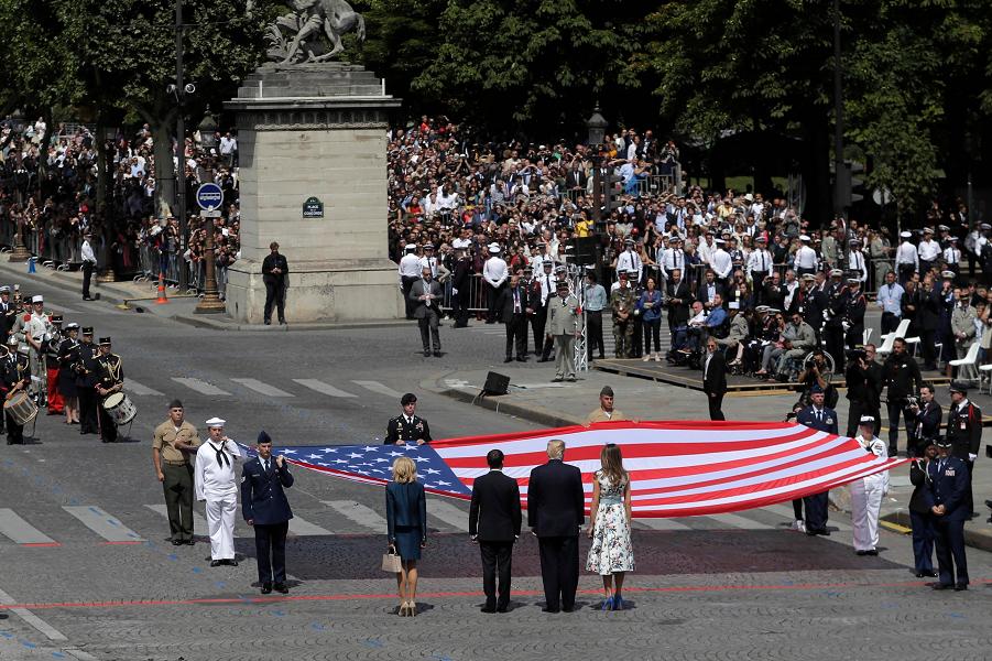 Макрон и Трамп на параде в Париже, День взятия Бастилии, 14.07.18.png
