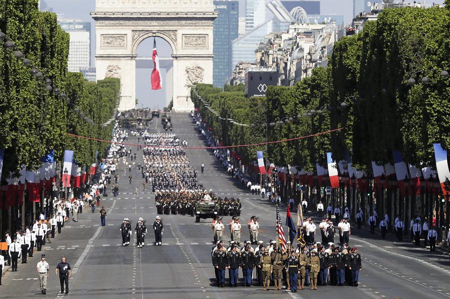 Парад в Париже, День взятия Бастилии, 14.07.18.png