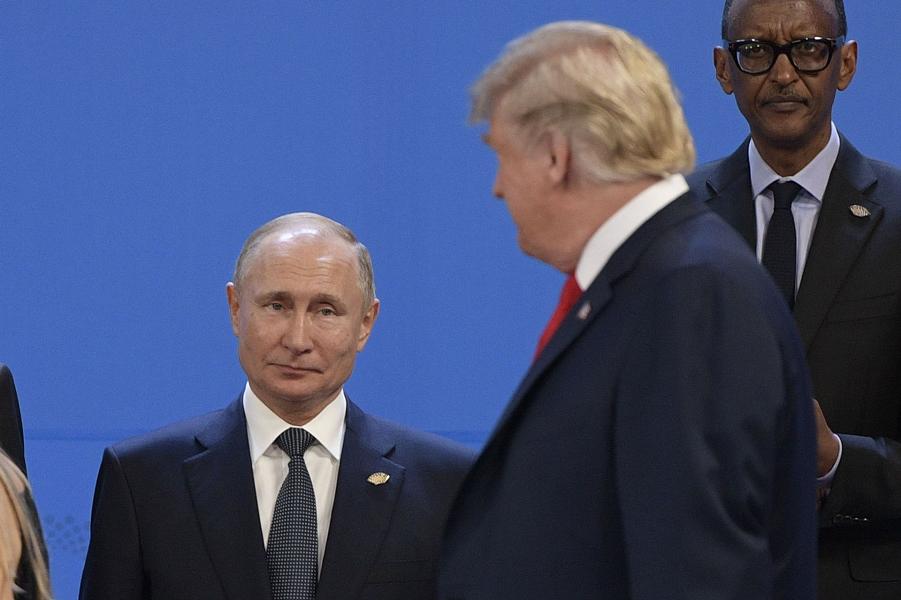 Трамп идет мимо Путина на место для фотографирования, G-20, Аргентина, 30.11.18.png