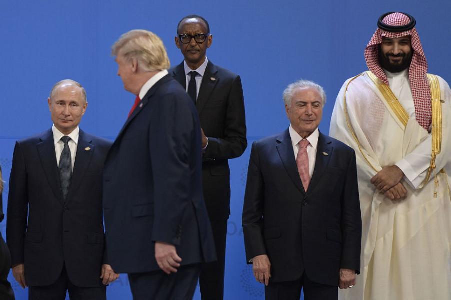 Трамп и Путин на саммите G-20 в Аргентине, 30.11.18.png
