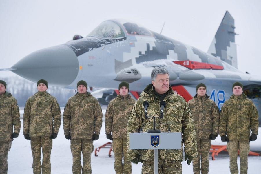Порошенко на церемонии передачи ВСУ самолетов и вертолетов-2, 1.12.18.png