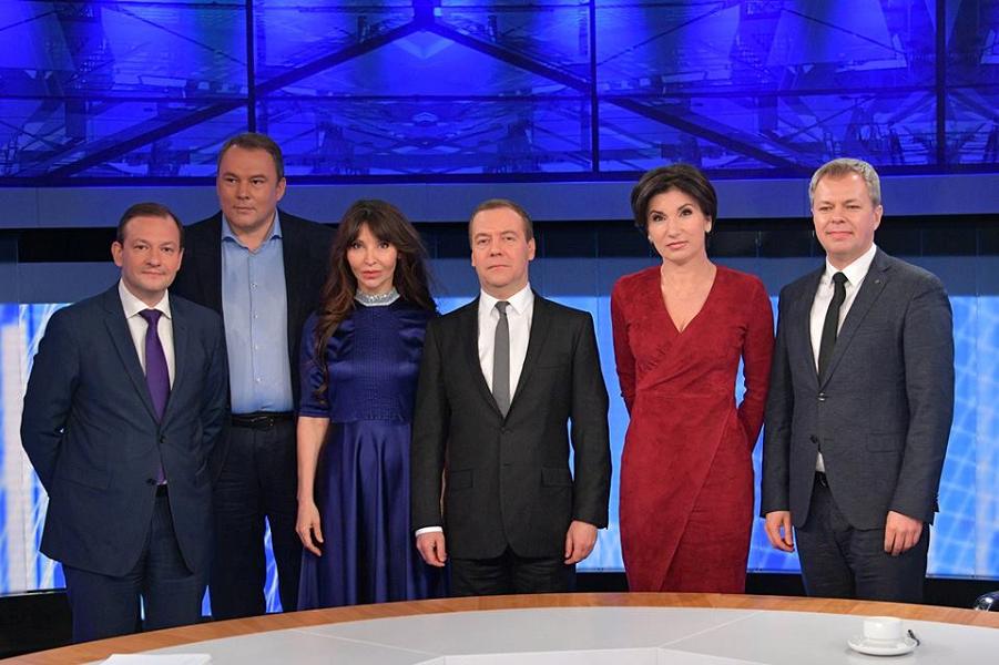 Медведев и журналисты пяти каналов, 6 декабря 2018.png