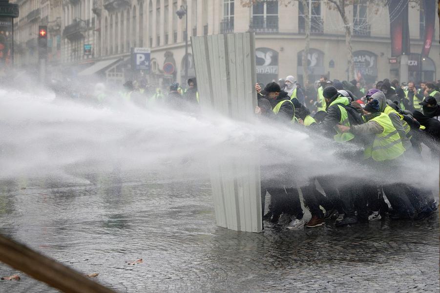 Желтые жилеты во Франции, 24.11.18 (4).png