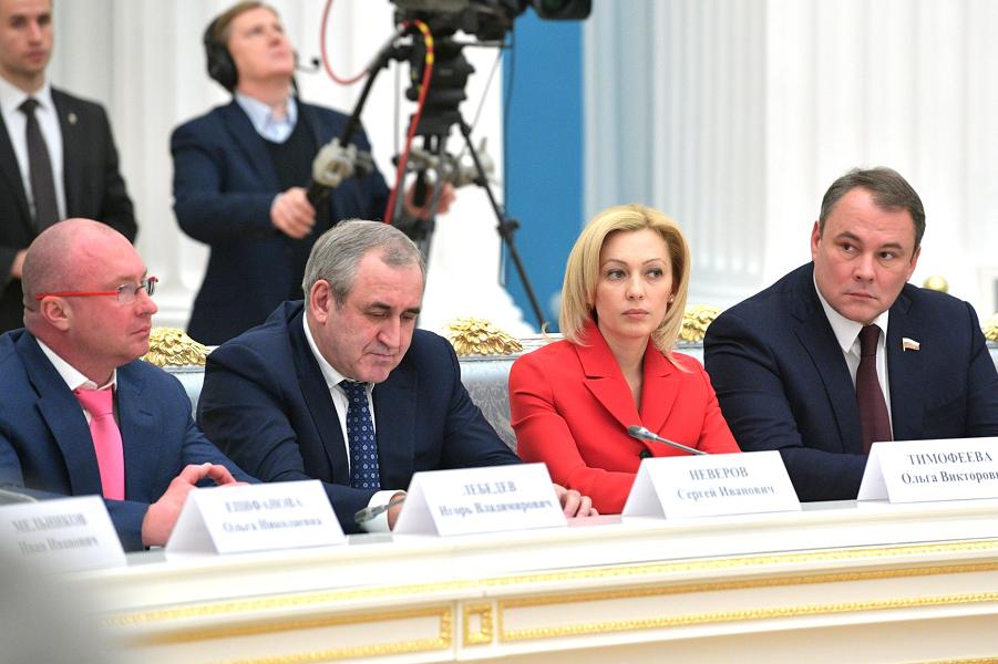 Встреча президента Путина с руководством Совета Федерации и Государственной Думы-4, 25.12.18.png
