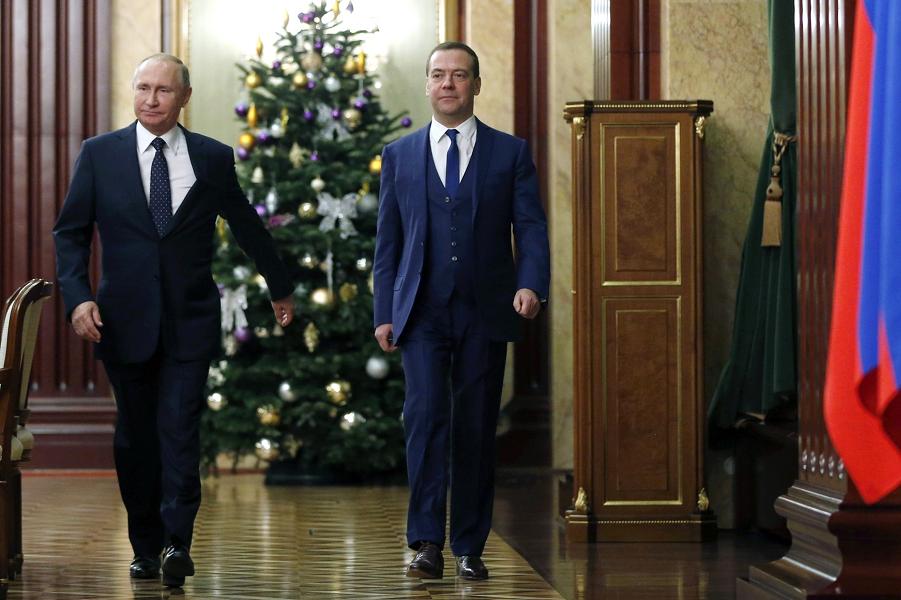 Встреча Путина с правительством Медведева-1, сайт Кремля, 26.12.18.png