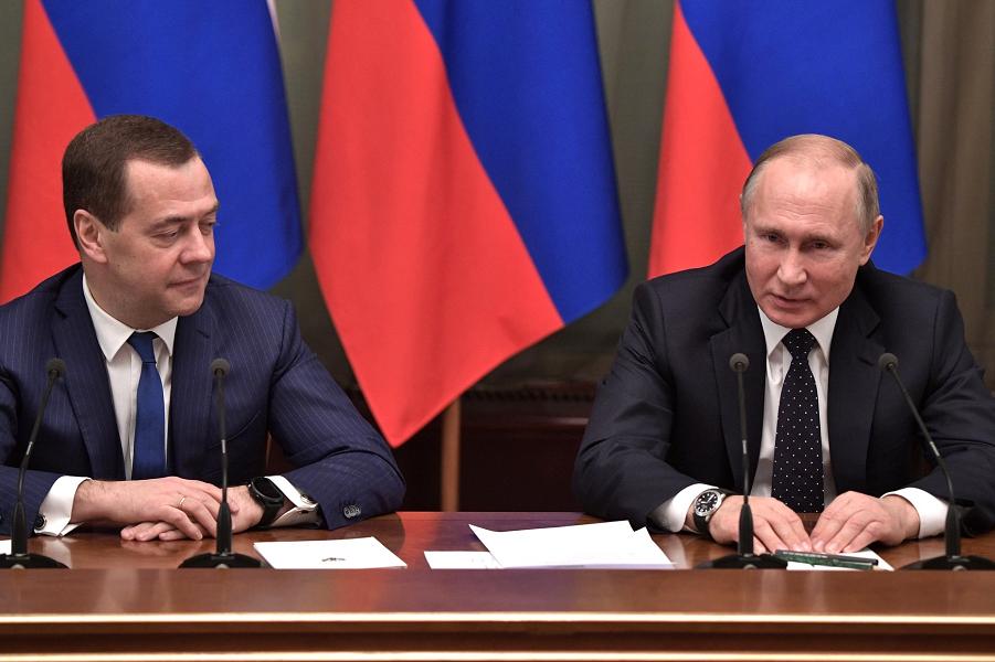 Встреча Путина с правительством Медведева-5, сайт Кремля, 26.12.18.png