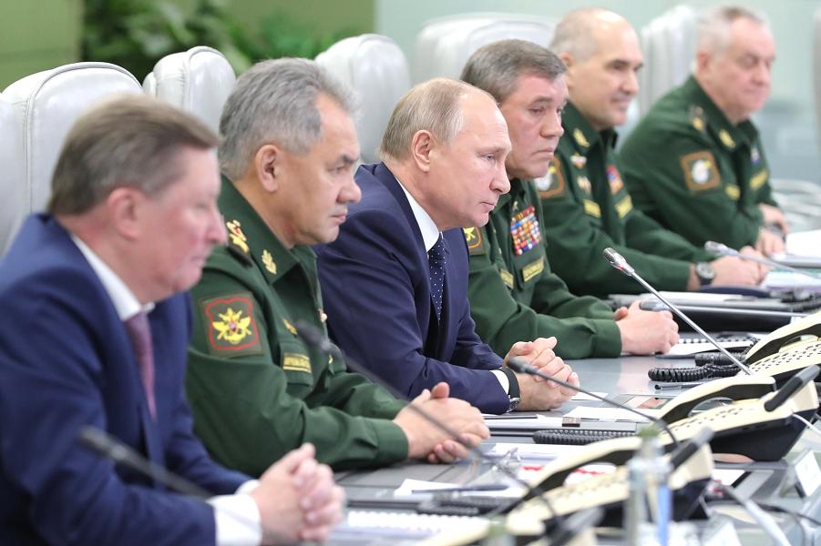 Путин в Национальном центре обороны наблюдает за пуском гиперзвукового Авангарда-2, 26.12.18.png