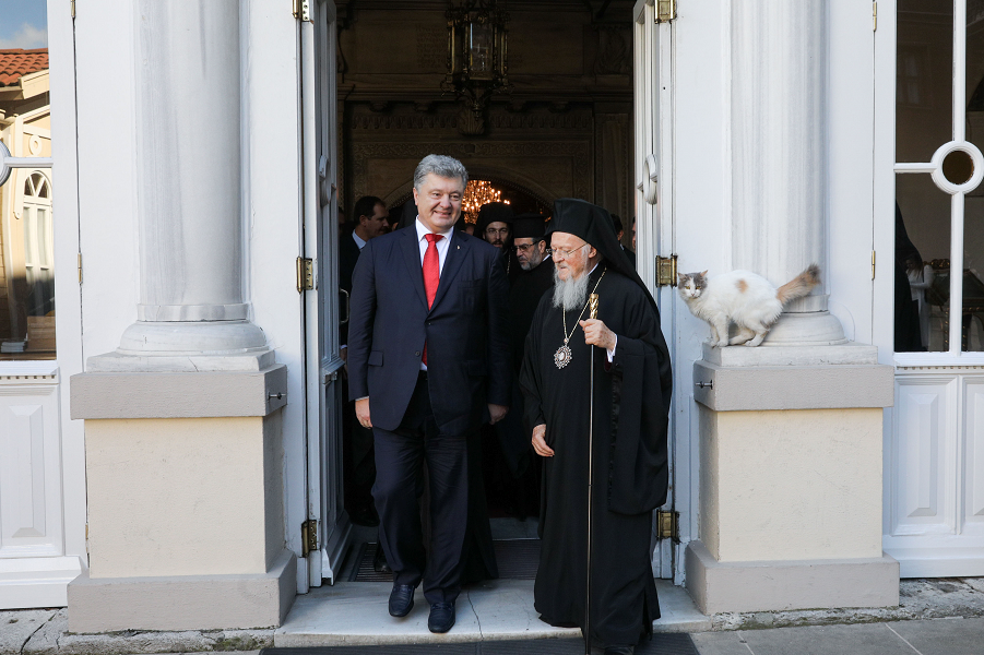 Патриарх Варфоломей и президент Украины Порошенко.png
