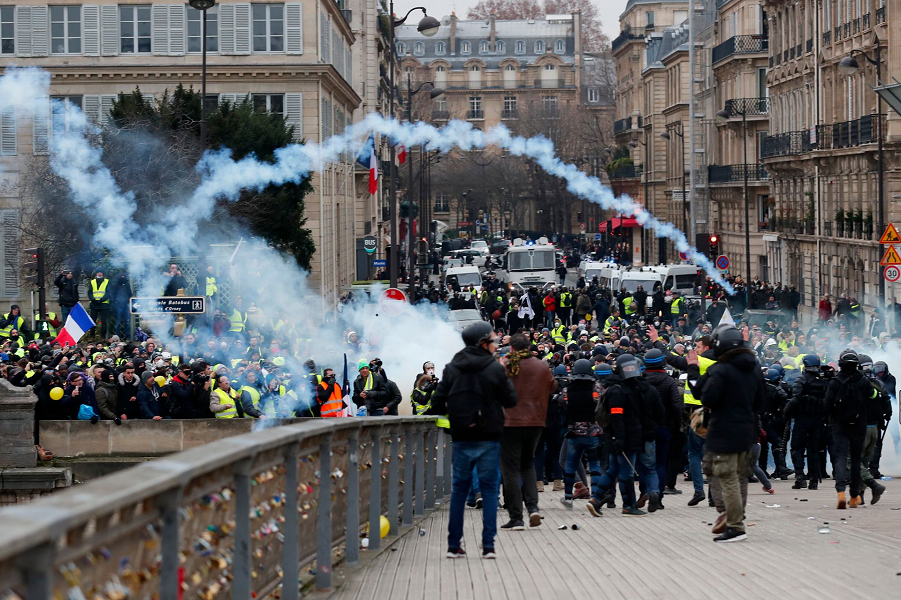 Желтые жилеты в Париже, 5.12.18 (3).png