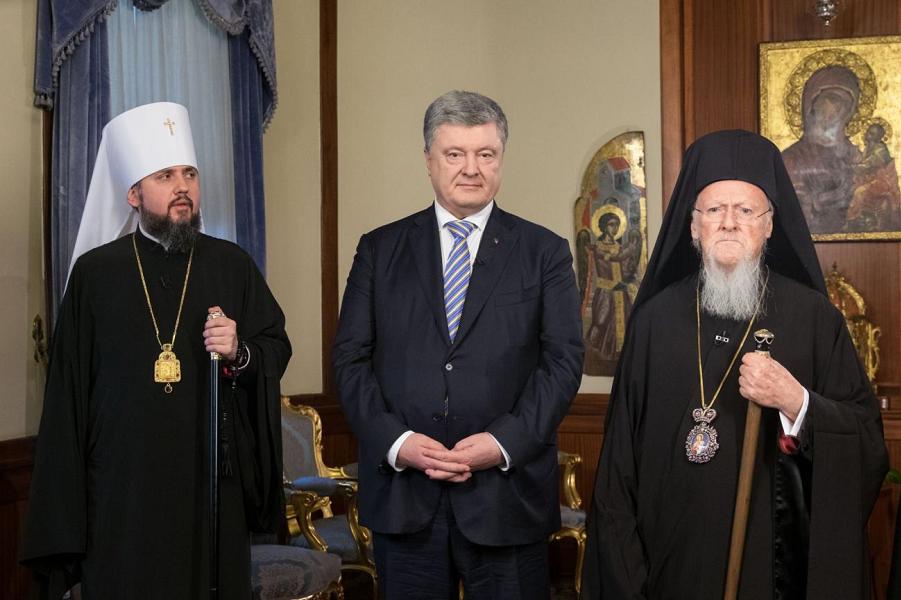 президент Порошенко, митрополит Епифаний и патриарх Врафоломей, 6.01.19.png