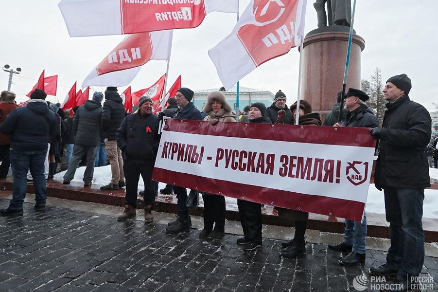Митинг в Москве на Суворовской площади из-за Курил.png