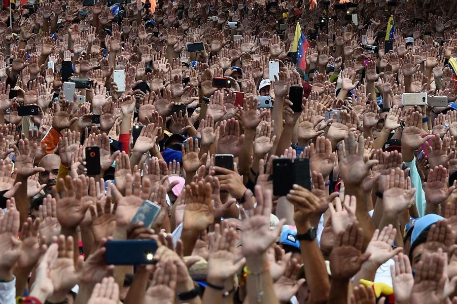 Митинг оппозиции против президента Николаса Мадуро в годовщину восстания 1958 года, которое свергло военную диктатуру в Каракасе, 23 января 2019 года…