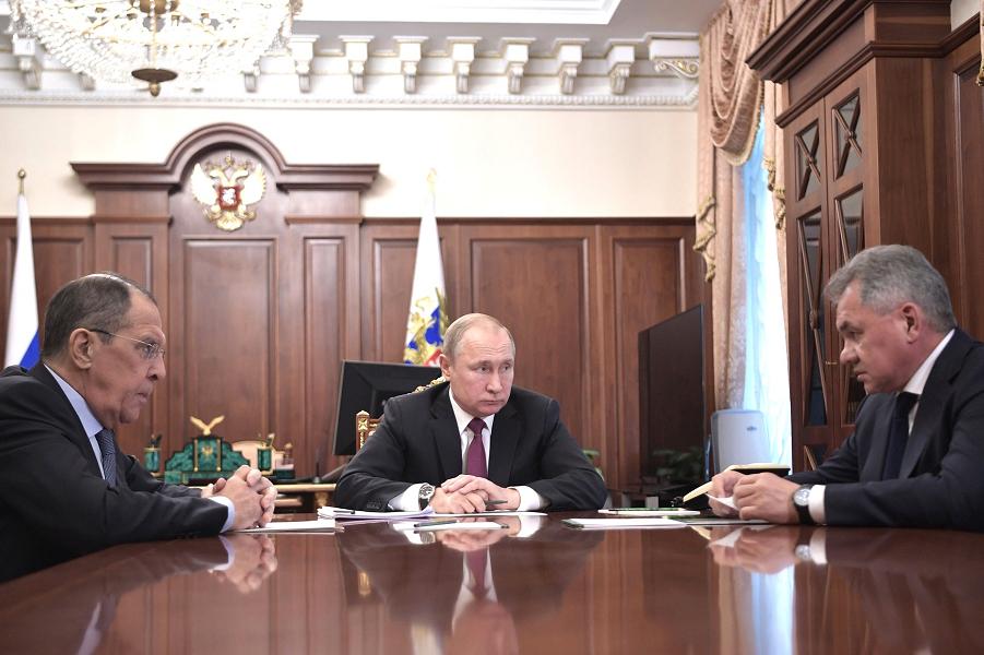 Путин с Лавровым и Шойгу, ответ на выход США из ДРСМД, 2.02.19.png