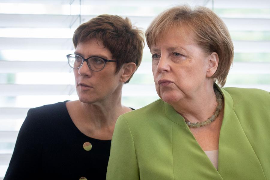 Ангела Меркель и Аннегрет Крамп-Карренбауэр.png