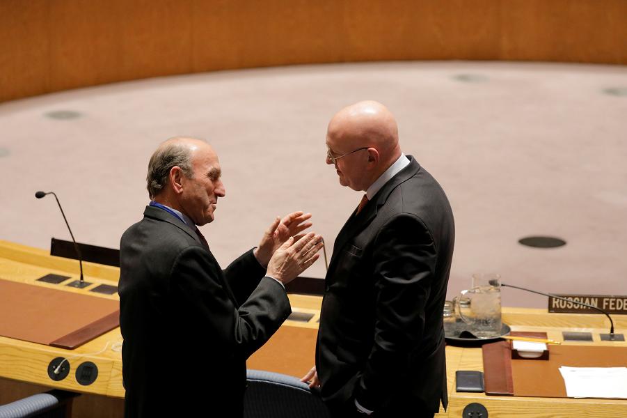 Абрамс и Небензя в зале заседаний СБ ООН.png