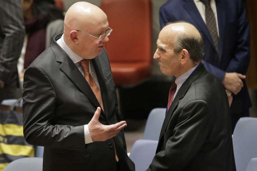 Элиотт Абрамс и Василий Небензя в СБ ООН перед обсуждением резолюций по Венесуэле.png