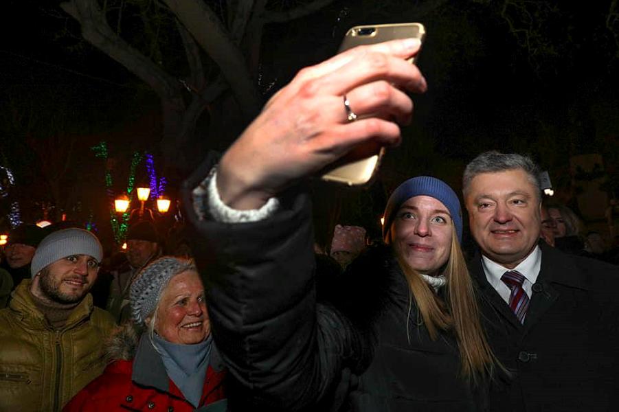 кандидат Порошенко, селфи.png