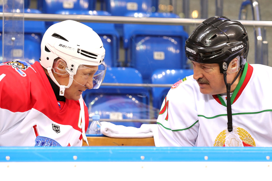 Владимир Путин и Александр Лукашенко на  хоккейном матче, 15.02.19.png