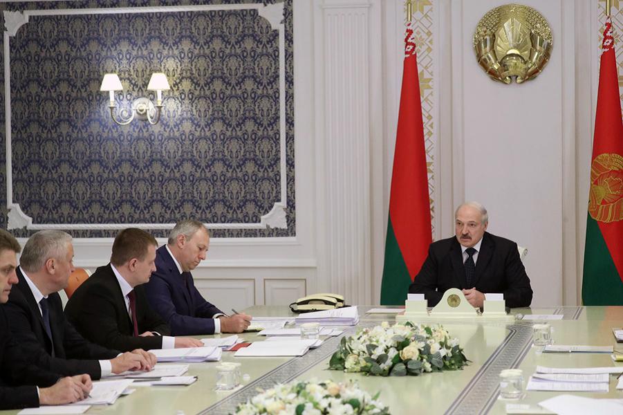 Лукашенко, яблоки и груши.png