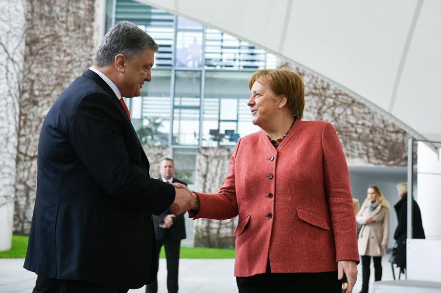 Порошенко у Меркель.png