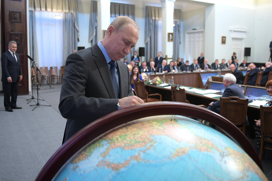 Путин и Глобус русского первенства, 24.04.19.png