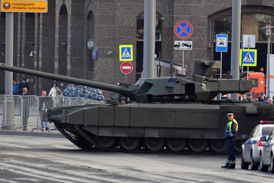 Т-14 Армата в Москве.png