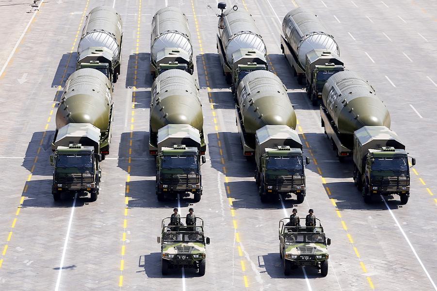 Ядерные ракеты Китая на параде в Пекине.png