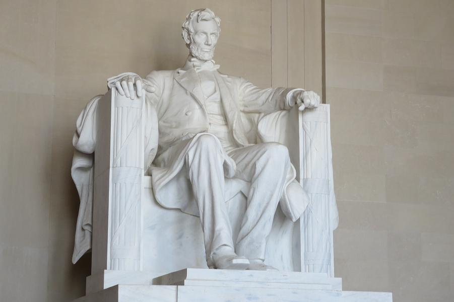 Авраам Линкольн, 16-й президент США, скульптура.png