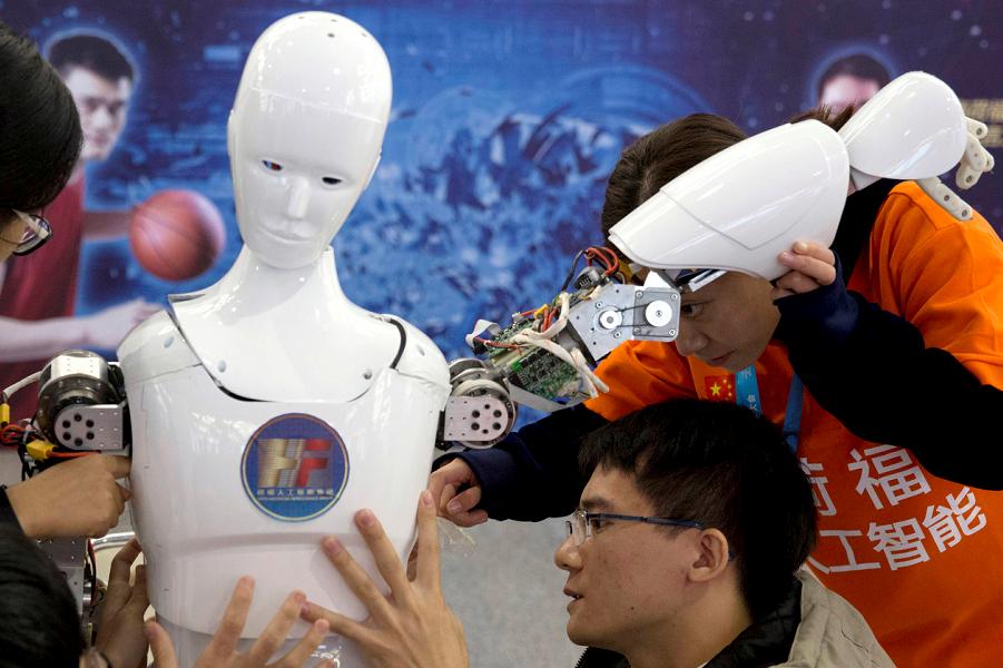 Китайский робот с искусственным интеллектом.png