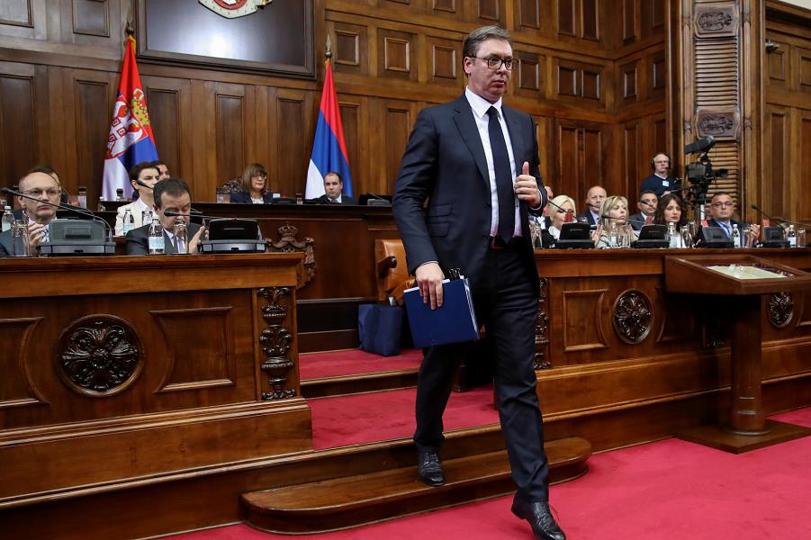 Президент Вучич в парламенте Сербии.png