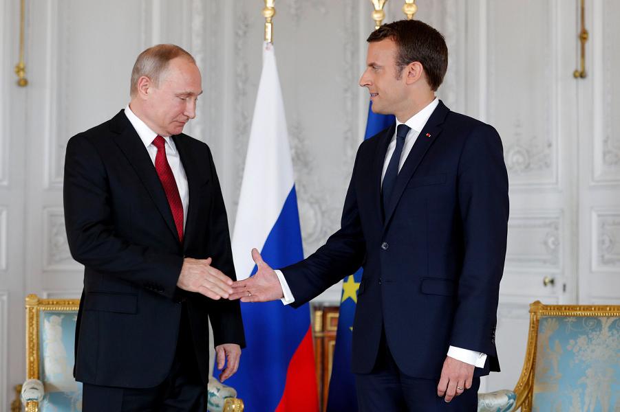 Макрон и Путин.png