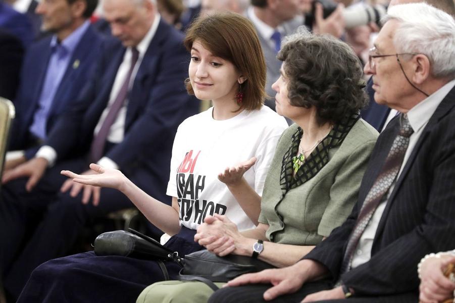 Анна Луганская в Кремле, 12.06.19.png