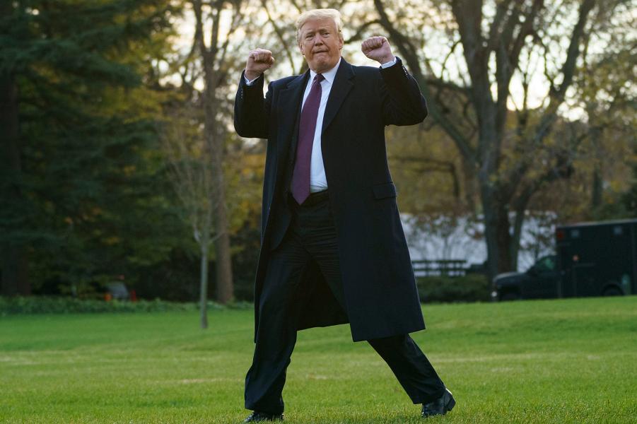 Трамп на лужайке Белого Дома, 20.11.18.png