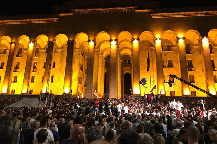 Грузия, штурм парламента-2, 20.06.19.png